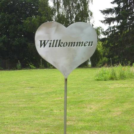 Herz lich Willkommen Edelstahl mit 150 cm Bodenstecker