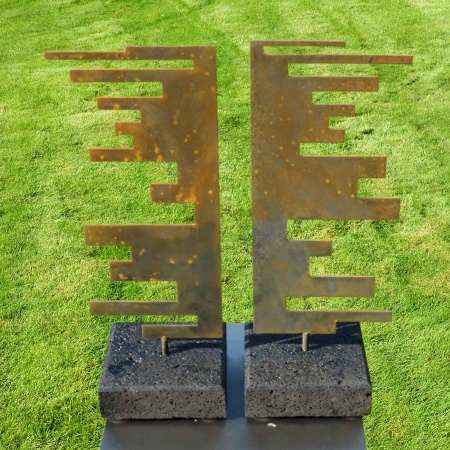 Doppelobjekt Stahl in Stein