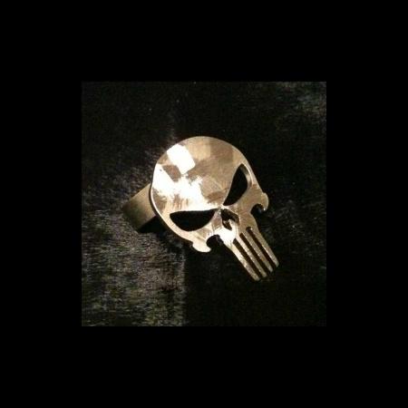 Totenkopf als Edelstahl Ring 21 mm