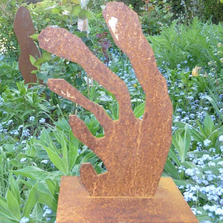 Hand aus Stahl eckige Stufung Metall Kunstobjekt