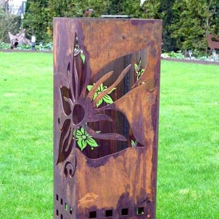Feuerstelle Stahl mit seitlicher Blume