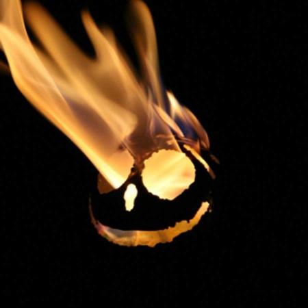 Lachende Feuerkugel aus Edelstahl