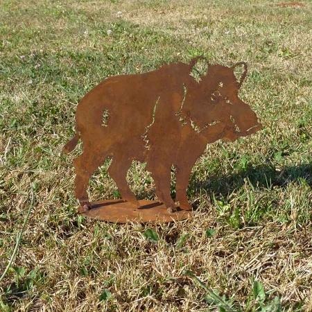 Edelrost Wildschwein Figur auf Bodenplatte