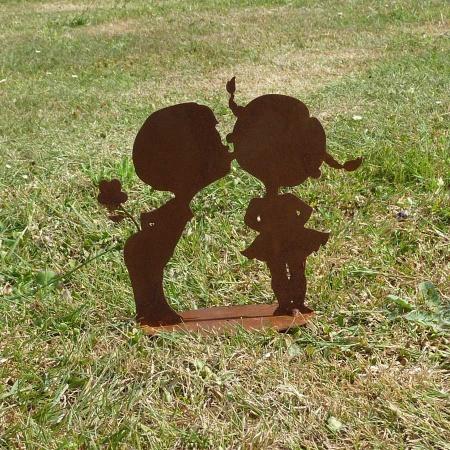Metall Dekofigur Kinderpaar Kuss und Blume