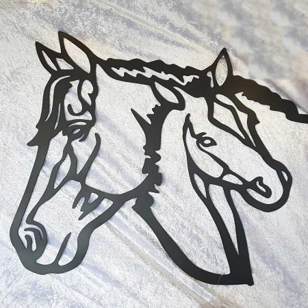 Stute mit Fohlen schwarz per Hand lackiert