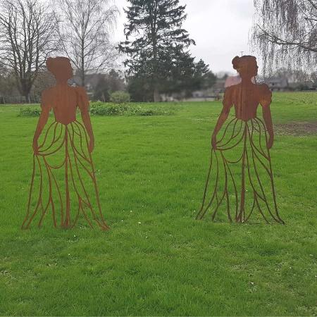 Design Rankhilfe Metall Figur Frau mit Kleid 170 cm