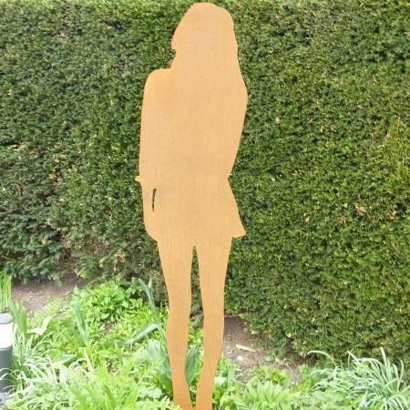 Figur Frau 165 cm mit Bodenstecker 5 mm Corten