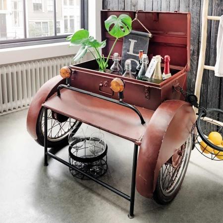 Getränke Box im Industrie Design mit Retro Rädern